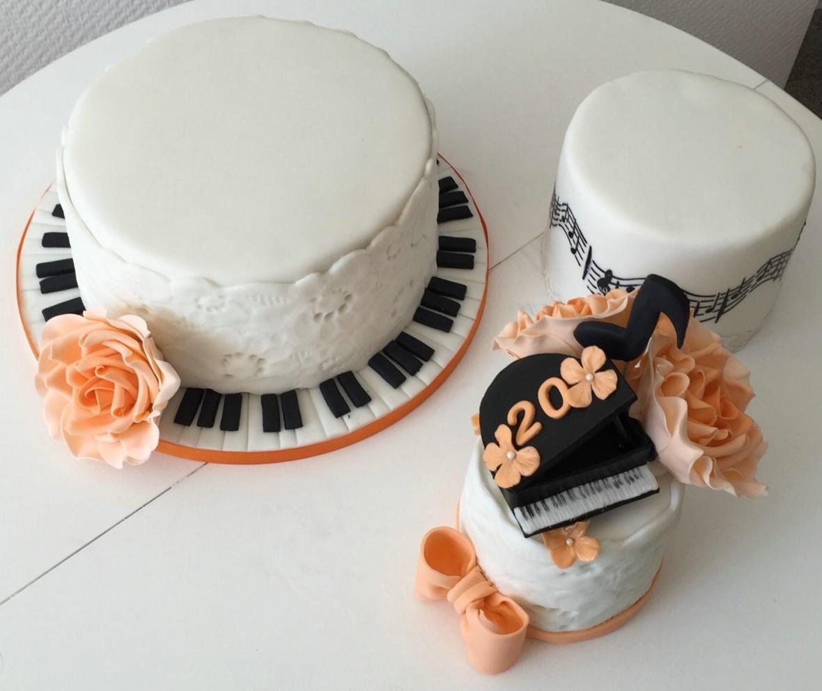 Dream Cakes By Zahra Individuelle Hochzeitstorten Motivtorten Und